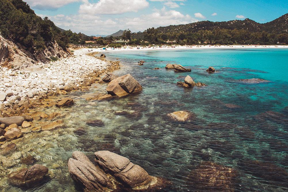 Kiesstrand-Bucht-Sardinen-Ostküste