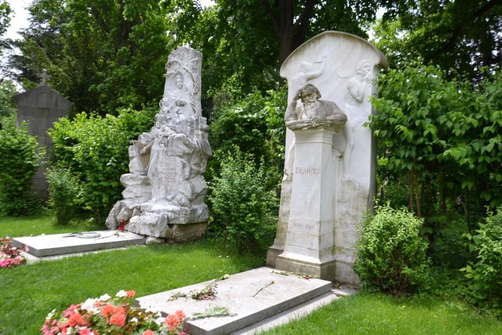 Strauss und Brahms am Zentralfriedhof