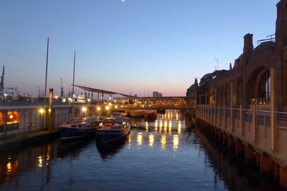 Die Landungsbrücken bei Nacht