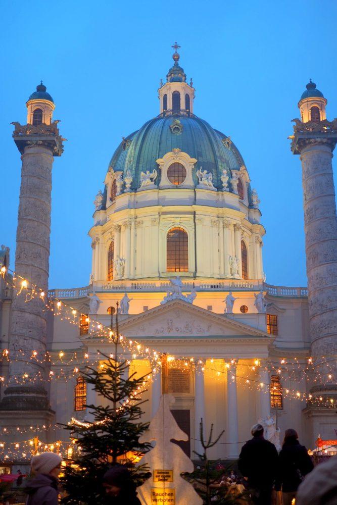 weihnachtsmarkt-karlskirche