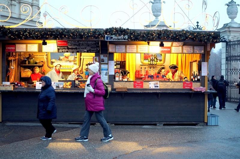 weihnachtsmarkt-belvedere-kulinarik