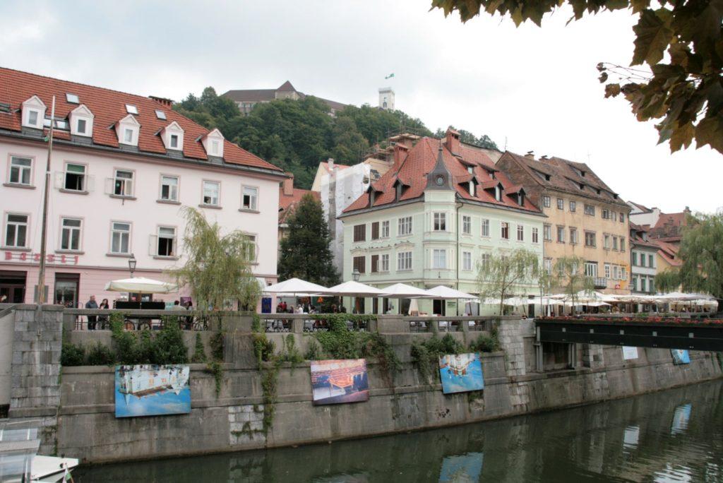 die vielen netten Lokale am Fluss