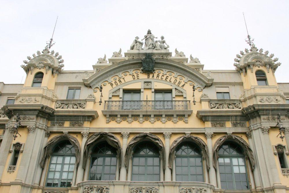 altes-hafengebaeude-barcelona