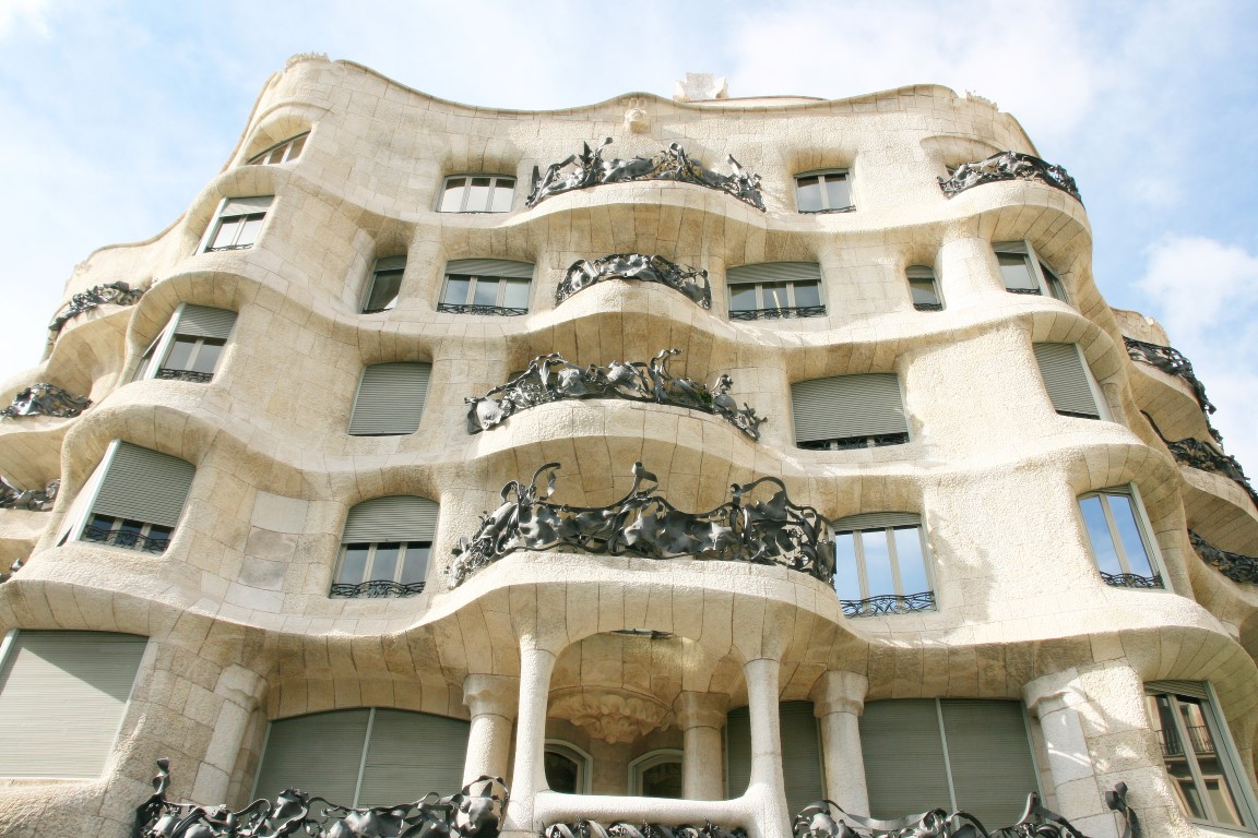 casa-mila-architektur-balkone