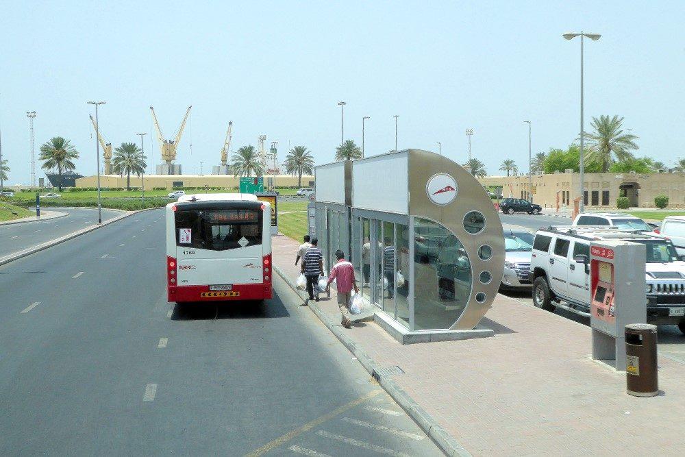 vae-klimatisierte-bushaltestelle