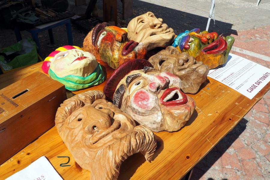 geschnitzte-masken