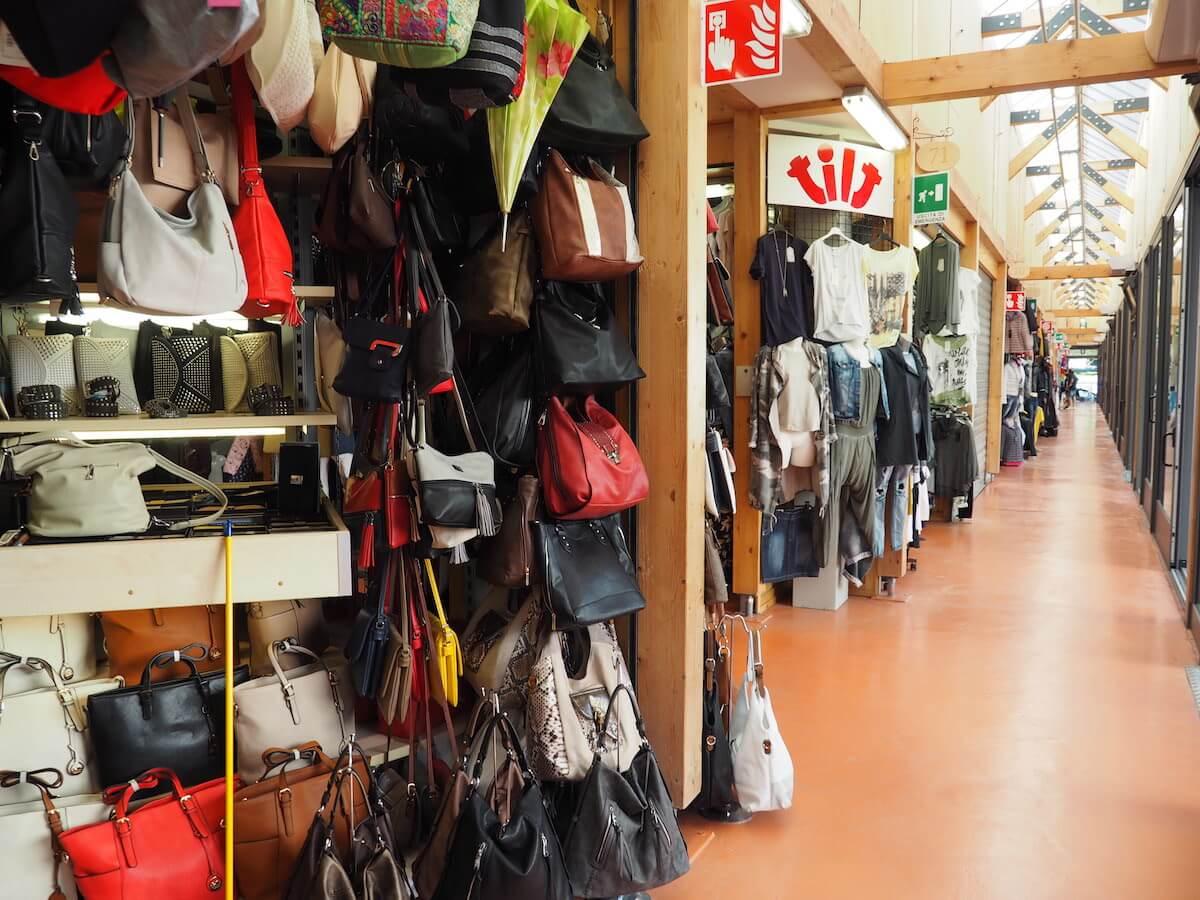 Handtaschen-Tarvis-Markt