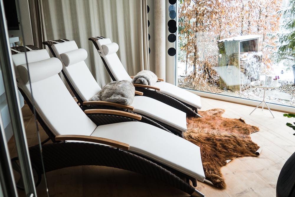 Ruheraum mit Panoramafenster für Entspannung in der Ferienwohnung
