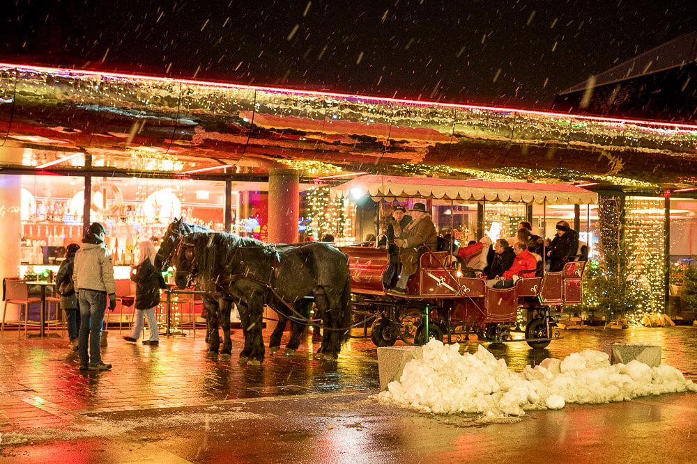 Pferdekutschenfahrt im Advent bei Schneefall