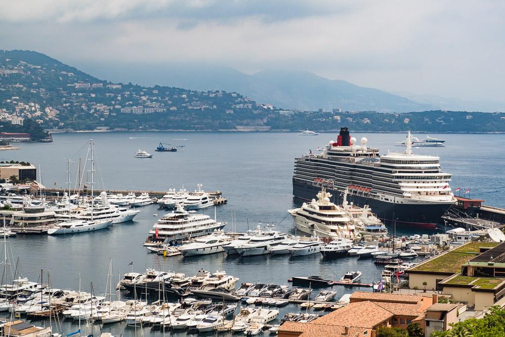 Cunard Schiff im Hafen Monaco