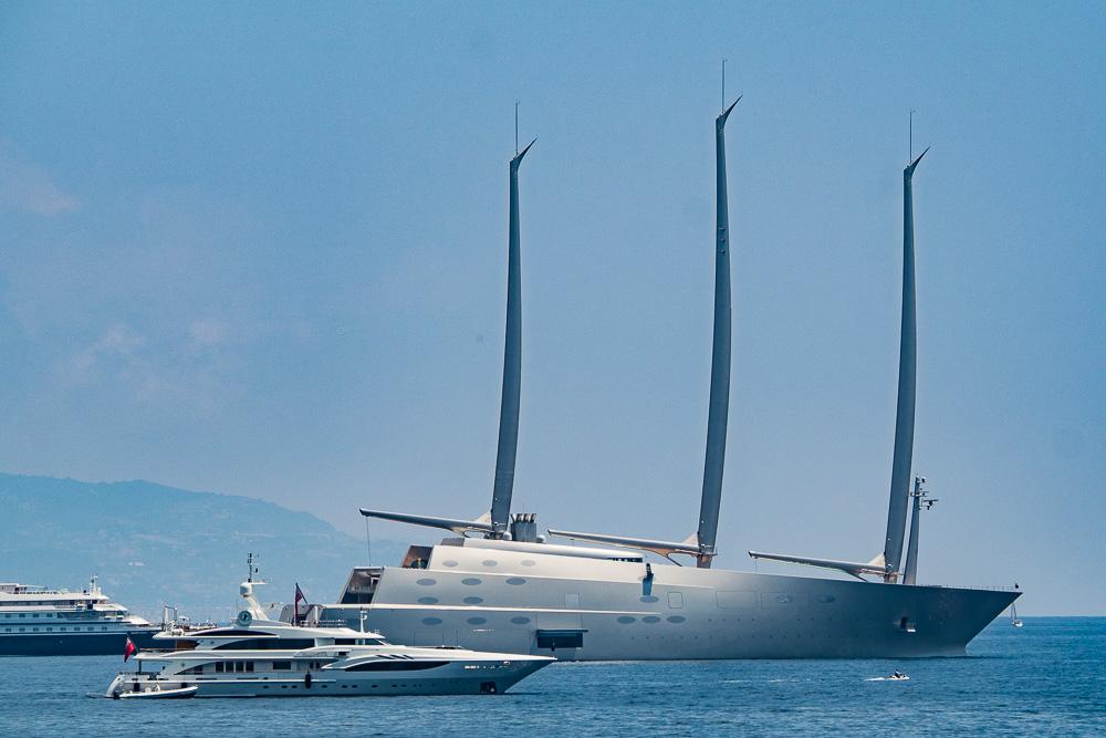 Sailing Yacht A vor Monte Carlo im Sommer 2017