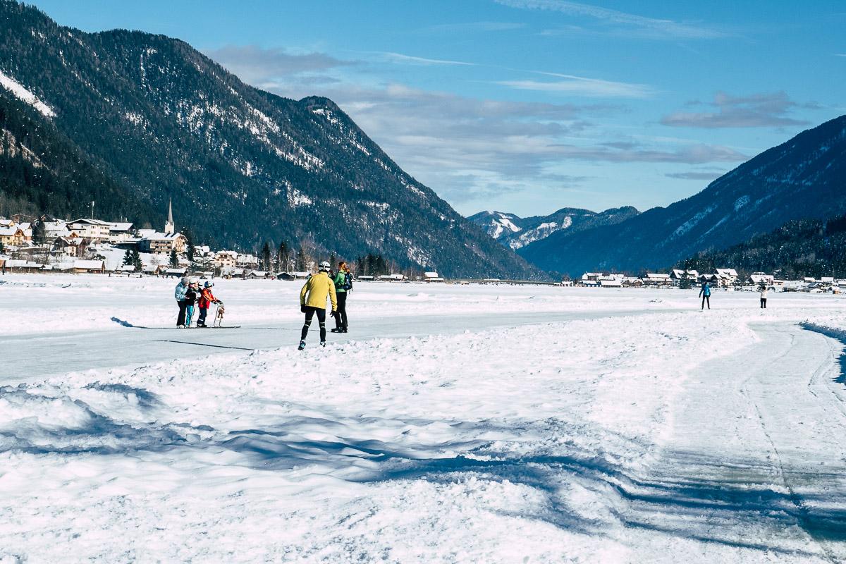 Weißensee Kärnten Eislaufen im Winter