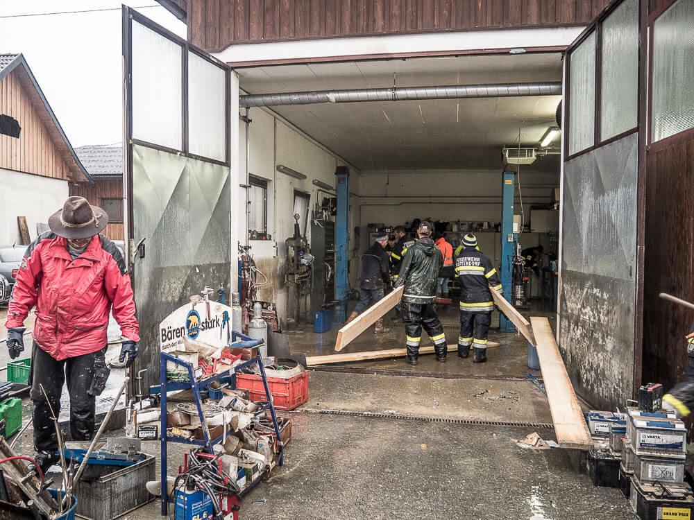 Einsatzkräfte-Hochwasser-Rattendorf