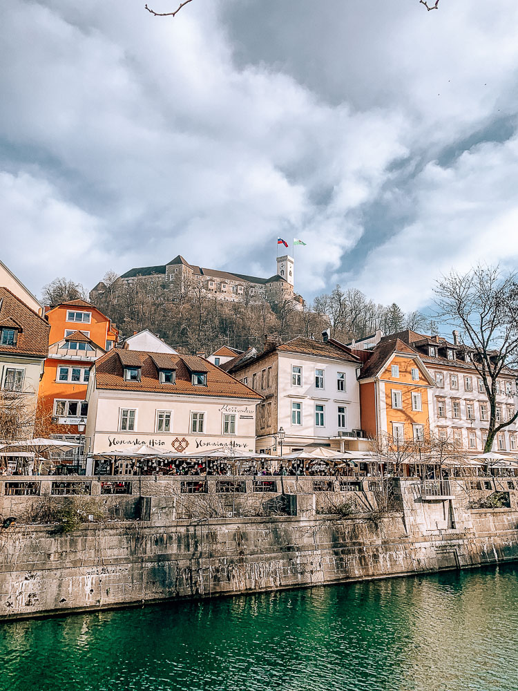 Burg-laibach-uferpromenade