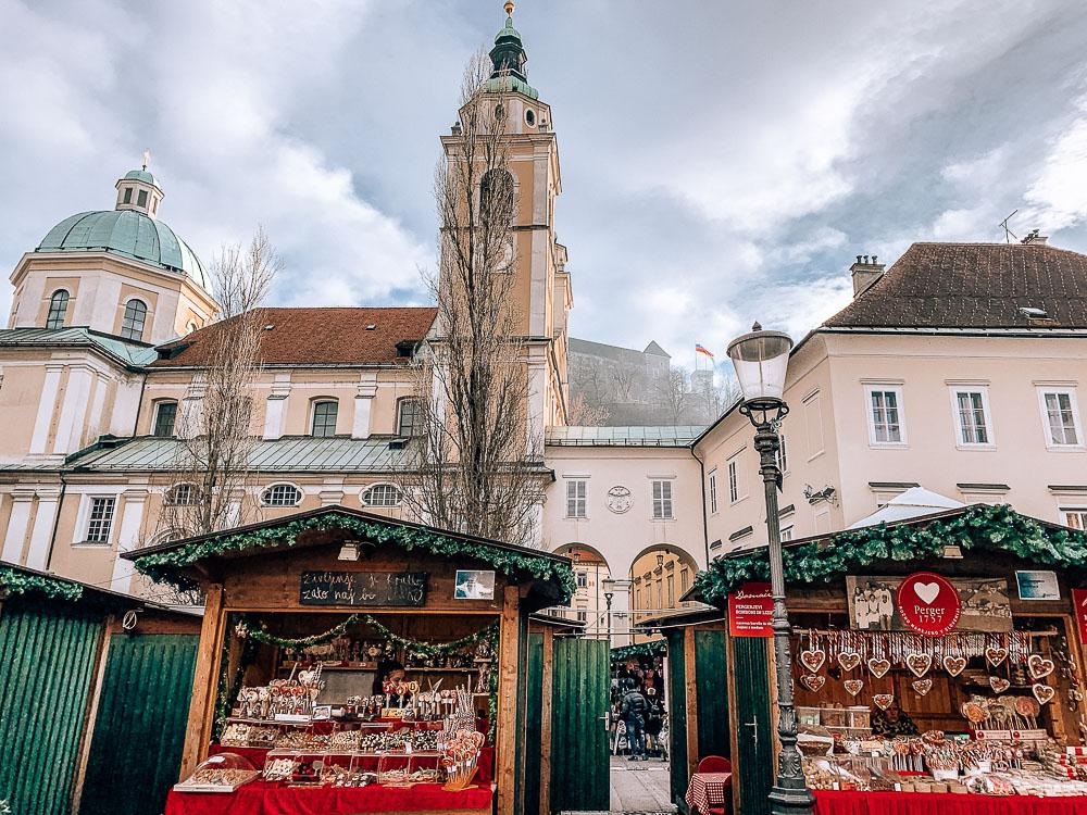 Marktplatz-ljubljana-weihnachtszeit