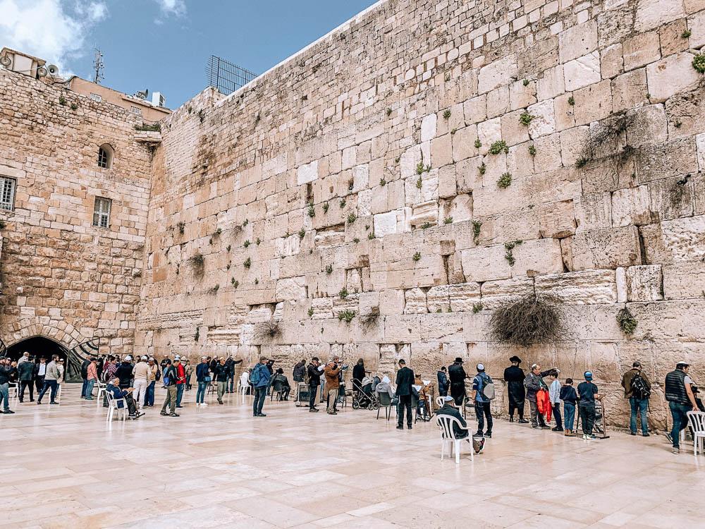 klagemauer-jerusalem-betende-menschen