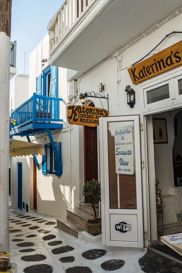 mykonos-cafes-shops